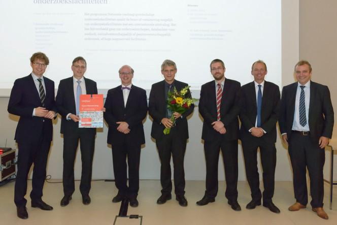 Il ministro dell'Istruzione e il presidente del consiglio di amministrazione di NWO fotografati assieme ai 5 investitori principali
