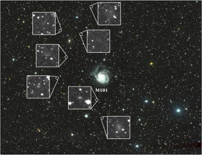 Questa immagine mostra il campo di vista del Dragonfly Telephoto Array, al centro la galassia a girandola M101. Nelle piccole immagini si vedono le sette nuove galassie. Crediti:  Yale University