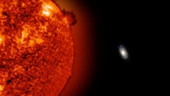 L'immagine simulata indica come apparirebbe la nostra Galassia dalla stella ULAS J0744+25, a circa 775,000 anni luce da noi, che insieme a ULAS J0015+01 è la più distante stella ad oggi nota della Via Lattea. Crediti: Uniview by SCISS, SOHO (ESA & NASA), John Bochanski e Jackie Faherty, Carnegie Institute's Department of Terrestrial Magnetism