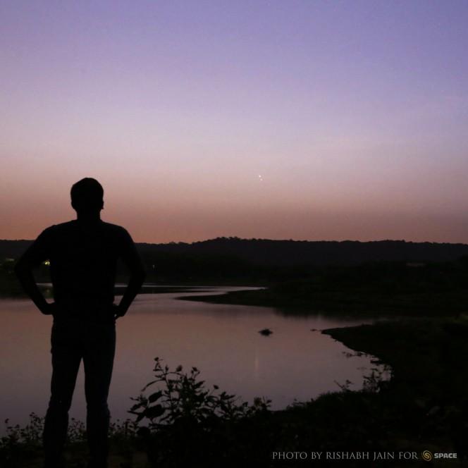 Infine il raggruppamento più stretto di Venere e Giove,catturato al crepuscolo del 18 agosto, nei pressi del lago Damdama, a Haryana, India. Crediti: Rishabh Jain.