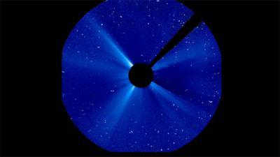 Un'eruzione di massa coronale risalente al 20 gennaio 2005. Vicino alla Terra ha generato una tempesta solare. Crediti: ESA/NASA/SOHO