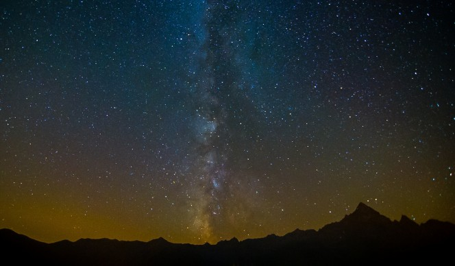 La Via Lattea, nel cielo sopra la catena del Monviso, in Piemonte. Crediti: Patrizia Galliano / www.patriziagalliano.com