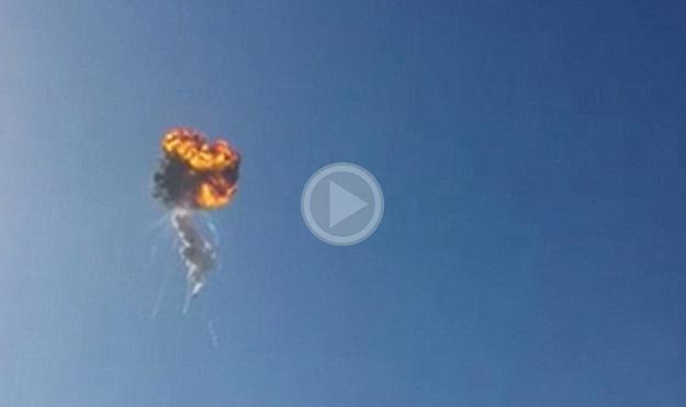 L'esplosione del Falcon 9 Reusable nel corso di un test di volo, nelle immagini di un video amatoriale postato su YouTube.