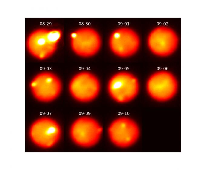 Queste immagini di Io, riprese nel vicino infrarosso con ottiche adattive dal telescopio Gemini Nord alle Hawaii, tracciano l'evoluzione della terza eruzione mentre calava di intensità lungo un periodo di 12 giorni. A causa del rapido periodo di rotazione di Io, è visibile per ogni osservazione una differente area della superficie. Le esplosioni sono visibili con luminosità decrescente nelle immagini relative a 29 e 30 agosto e 1,3 e 10 settembre 2013. Crediti: Katherine de Kleer/UC Berkeley/Gemini Observatory/AURA