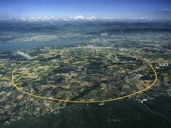 Vista aerea della zona dove sorge il CERN e i tracciati degli anelli sotterranei degli acceleratori LHC e SPS.