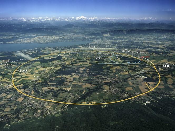 Vista aerea della zona dove sorge il CERN e i tracciati degli anelli sotterranei degli acceleratori LHC e SPS con la posizione dei prinipali esperimenti