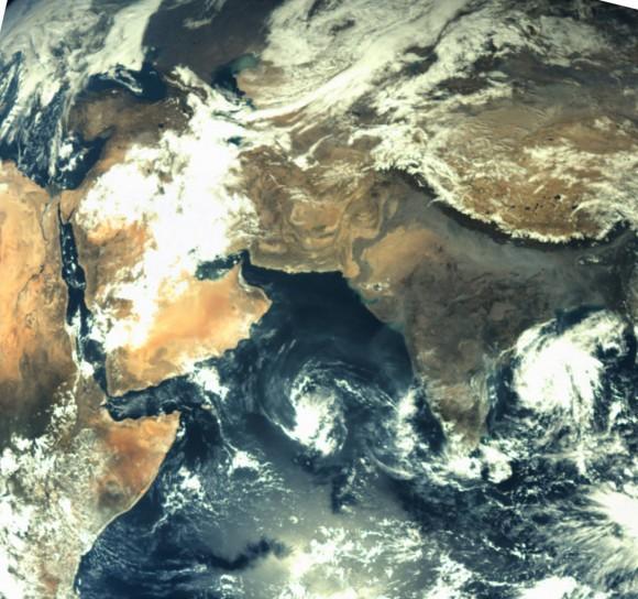 Il continente indiano vista da MOM. Foto scattata prima della Trans Mars Insertion del primo dicembre 2013. Crediti: ISRO