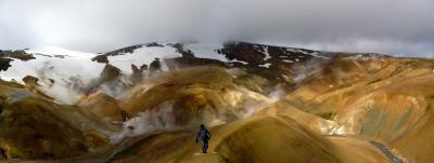 Uno degli autori dello studio, Calvin Miller, nei pressi del vulcano Kerlingarfjoll, nel cuore dell'Islanda. Crediti: Tamara Carley