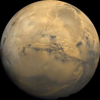 Le Valles Marineris, un ampio sfregio sulla superficie di Marte. Crediti: NASA