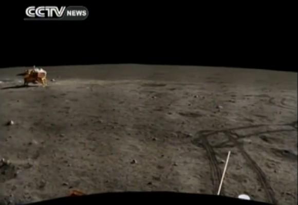 Il panorama lunare ripreso dal rover Yutu. Crediti: CCTV/YouTube