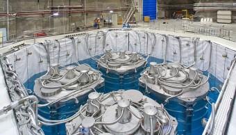 Rivelatori di antineutrini nella struttura n.3 di Daya Bay. I rivelatori si trovano all'interno di una piscina riempita di acqua ultrapurificata. Credit: Università della California - Lawrence Berkeley National Laboratory