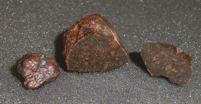 Le prime tre meteoriti di Benešov trovate nell'aprile 2011 con i metal detector. Courtesy of Astronomy & Astrophysics