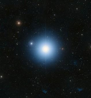 La stella Fomalhaut ripresa dal telescopio spaziale Hubble. Crediti: NASA, ESA, and the Digitized Sky Survey 2 -Davide De Martin (ESA/Hubble)
