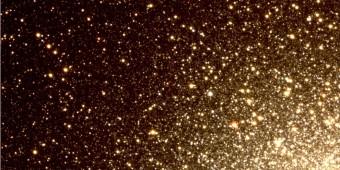 Immagine in tricromia di una regione esterna dell'ammasso globulare omega Centauri, osservata dalla survey STREGA@VST