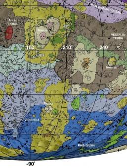 La nuova carta geologica di Vesta, particolare. In colore marrone la superficie più antica e più pesantemente devastata da crateri da impatto. In viola e azzurro rispettivamente i crateri Veneneia e Rheasilvia (le sfumature scure sotto la linea equatoriale evidenziano l'interno dei bacini). In verde e giallo recenti frane di materiali in prossimità dei crateri. Crediti: NASA / JPL-Caltech / Arizona State University.