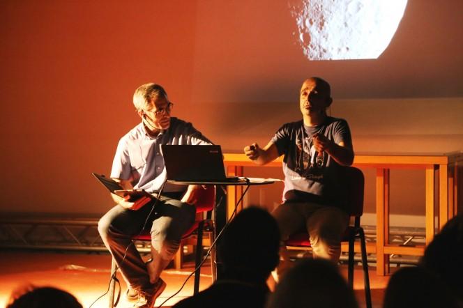 """Ignazio Porceddu e Elio Turno Arthemalle presentano """"Per Giove!"""", spettacolo scientifico su comete e asteroidi"""