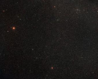 Panoramica del cielo intorno alla galassia ESO 137-001. Crediti: ESO/Digitized Sky Survey 2
