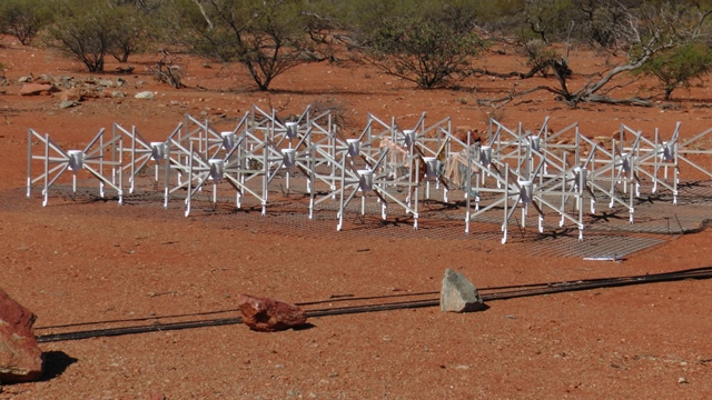 La prima tile del Murchinson Widefield Array (MWA) in Australia. Crediti: INAF