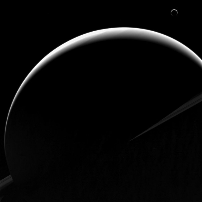 Ritratto mozzafiato per Saturno e Titano, nell'obiettivo di Cassini. Credit: NASA / JPL-Caltech / Space Science Institute.