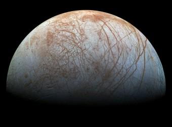 La superficie di Europa, la  luna di Giove. Crediti: NASA/JPL-Caltech/SETI Institute