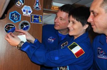 Samantha Cristoforetti con gli altri due membri della Expedition 42, Terry Virts della NASA e Anton Shkaplerov della Roscosmos.
