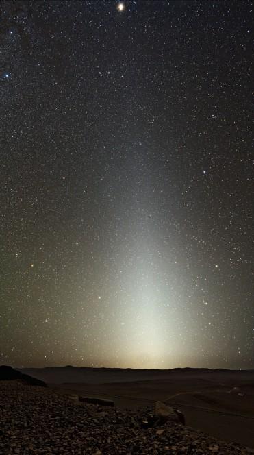 """Luce zodiacale vista da  Cerro Paranal, """"casa"""" del Very Large Telescope (VLT) dell'ESO. Crediti: ESO/Y.Beletsky"""