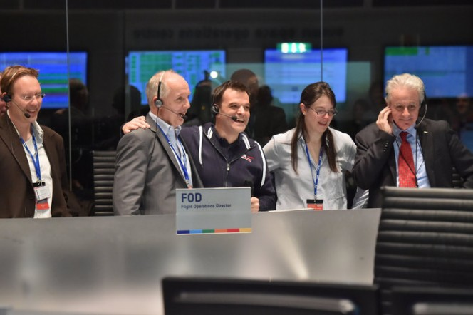 Un'immagine dalla sede ESA di Darmstad al momento dell'arrivo del segnale dalla superficie della cometa. Credits: ESA