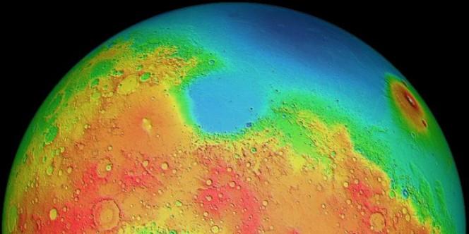 Marte presenta un forte dimorfismo fra i due emisferi: le pianure settentrionali fanno da contrasto agli altopiani (qui evidenziati in giallo e rosso) a sud del pianeta. Crediti: MOLA Science Team.