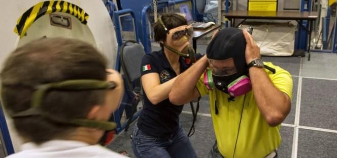 Fuga-di-ammoniaca-sulla-Iss-Samantha-Cristoforetti-indossa-la-maschera