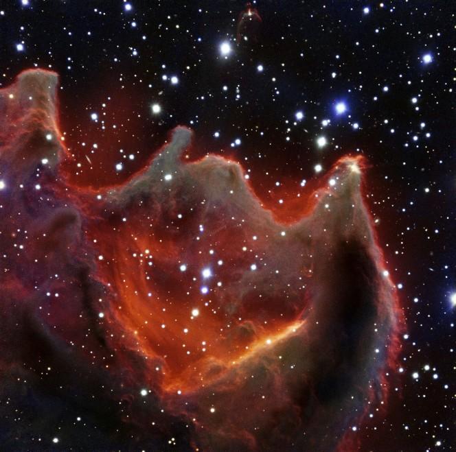 Il globulo cometario CG4 risplende minaccioso in questa nuova immagine presa dal Very Large Telescope dell'ESO. Crediti: ESO