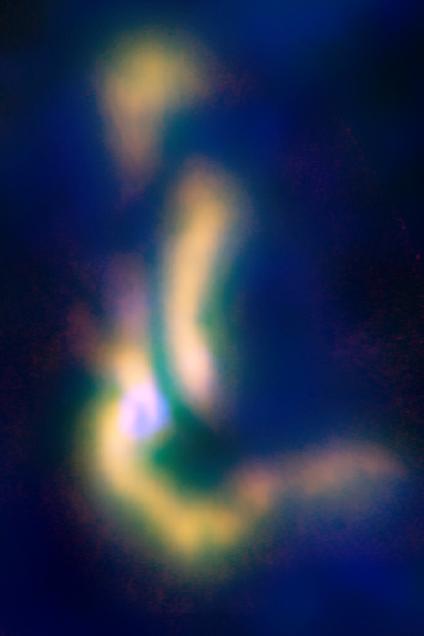 La nube di gas B5, ripresa nel fase di formazione stellare: diventerà un sistema multiplo di stelle. Crediti: NRAO/AUI/NSF