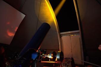 Il Wendelstein Laser Guide Star system in azione. Crediti: Aitor Bereciartua (IAC)