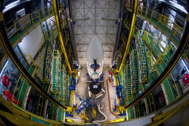 L'Intermediate eXperimental Vehicle dell'Agenzia Spaziale Europea aspetta il suo volo di prova, in programma per l'11 febbraio 2015, agganciato sulla sommità del lanciatore Vega. Il test prevede che il velivolo raggiunga l'orbita terrestre bassa dallo spazioporto di Kourou nella Guyana francese, con un rientro ad altissima velocità sull'Oceano Pacifico.