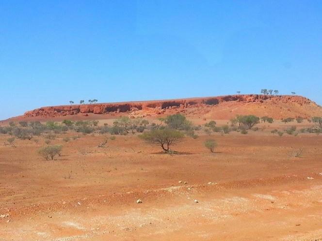 Jack Hills, la catena rocciosa più antica del mondo (4,4 miliardi di anni fa), nel deserto del Western Australia. Crediti: INAF