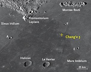 L'area del Mare Imbrium in cui è atterrata la missione cinese Chang'e 3 nel December 2013. In questa composizione del Lunar Reconnaissance Orbiter si può notare il contrasto tra le zone di lava più recente (scura) e più antica (chiara). Crediti: NASA / Arizona State University
