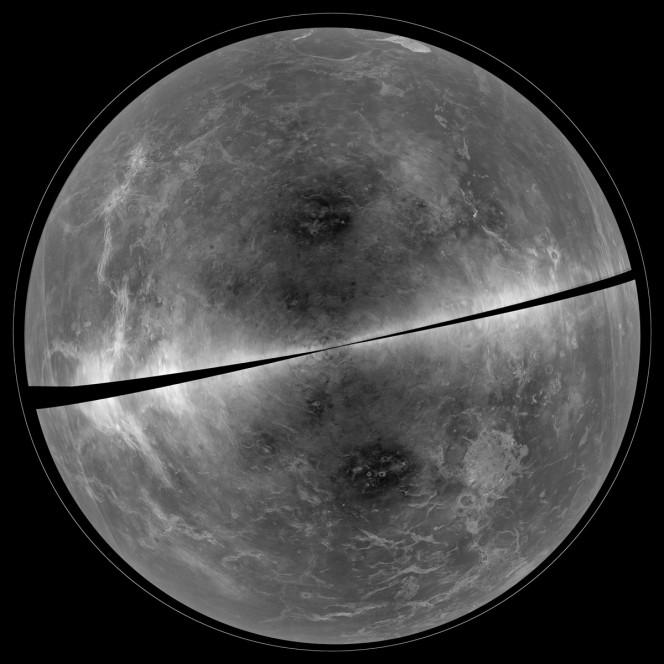 La proiezione dei dati radar raccolti nel 2012. Venere si mostra in dettaglio con montagne, crinali e vallate. Crediti: B. Campbell, Smithsonian, et al, NRAO / AUI / NSF, Arecibo.