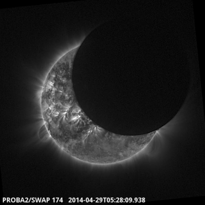 L'eclissi dell'aprile 2014, vista attraverso gli occhi di Proba-2, il minisatellite dell'Agenzia Spaziale Europea. Crediti: ESA.