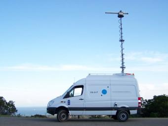 Un furgone dell'INAF attrezzato per la radioprotezione e la localizzazione di fonti d'interferenze