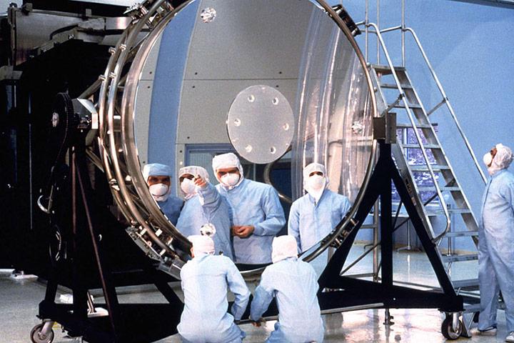 Lo specchio di Hubble (2,4 metri di diametro