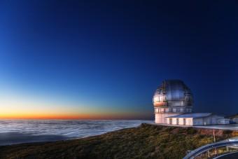 Il GTC, Gran Telescopio CANARIAS, è ubicato a 2.400 metri di altitudine nell'isola di La Palma, alle Canarie. Crediti: IAC / Pablo Bonet.