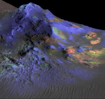 Depositi di vetro da impatto sono perfettamente conservati all'interno dei crateri marziani, compreso il cratere Alga che vediamo in questa immagine. Crediti: NASA / JPL-Caltech / JHUAPL / Università dell'Arizona.