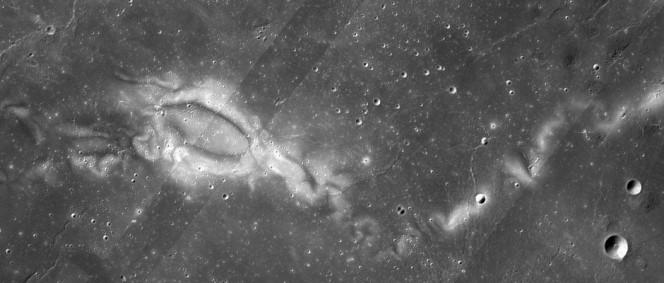 La regione Reiner Gamma ripresa dalla Wide Angle Camera della sonda NASA Lunar Reconnaissance Orbiter. Crediti: LRO WAC science team