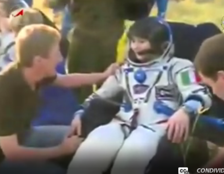 Samantha Cristoforetti è uscita per seconda dalla capsula Soyuz. Crediti: ESA