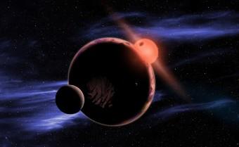 Questa rappresentazione artistica mostra un ipotetico pianeta abitabile con due lune che orbita attorno a una stella nana rossa. Gli astronomi hanno osservato che attorno al 6% delle nane rosse ruotano pianeti della stessa dimensione della Terra, su cui il clima dovrebbe essere abbastanza caldo da permettere la presenza di acqua liquida. Crediti: David A. Aguilar (CfA)