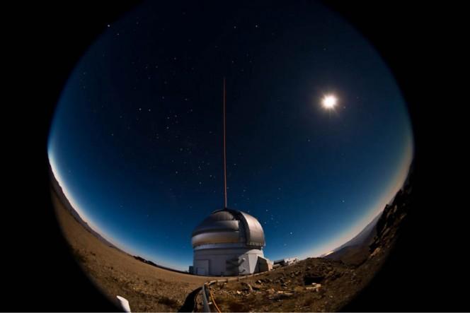 Il telescopio Gemini Sud durante la notte tra il 21 e il 22 gennaio 2011. Crediti: Gemini Observatory/AURA