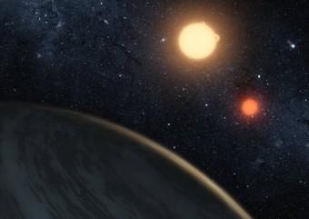 Kepler-16b, visto con gli occhi di un artista. Scoperto dal telescopio NASA Kepler, è il primo pianeta individuato nell'orbita di due stelle binarie. Crediti: NASA / JPL-Caltech / T. Pyle.