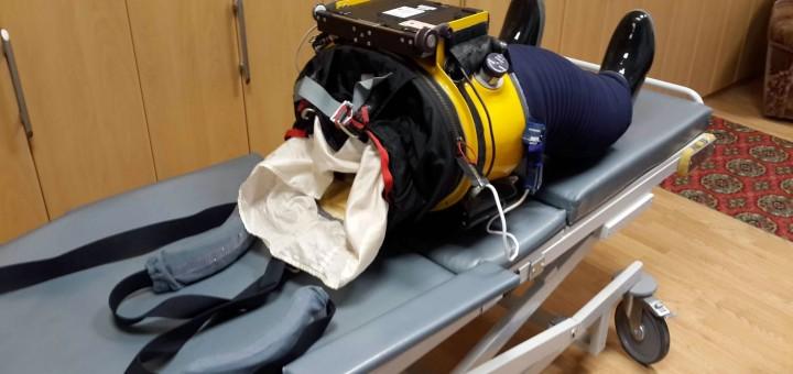 La tuta Chibis-M serve per riadattare il sistema cardiovascolare alla gravità dopo l'assenza di peso. Crediti: Samantha Cristoforetti