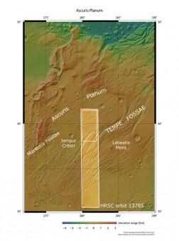 La regione Ascuris Planum e, nel rettangolo più grande l'area coperta dalla ripresa di Mars Express. Crediti: NASA MGS MOLA Science Team