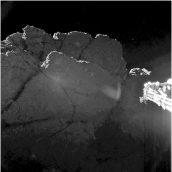 Immagine acquisita dalla camera 1 a bordo dello strumento CIVA. I parametri di riduzione dell'immagine sono stati ottimizzati per mostrare al meglio la retroilluminazione della cima frastagliata, che fa parzialmente ombra al lander. Sulla destra è visibile una parte del piede di Philae, ben illuminato. Crediti: ESA/Rosetta/Philae/CIVA, Bibring et al.