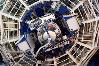 Lo spettrografo X-shooter installato al Very Large telescope. crediti: ESO